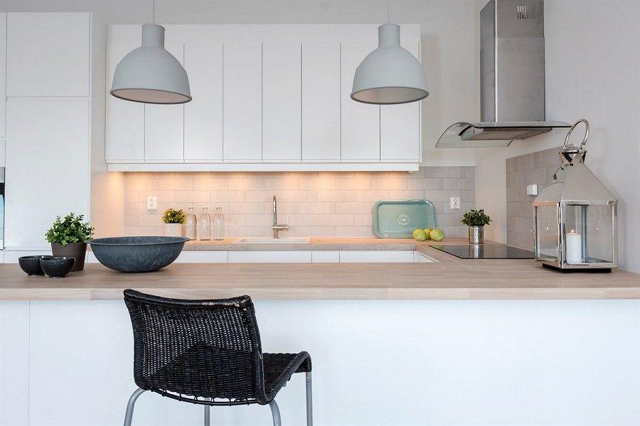 une cuisine quip e ouverte sur le salon cuisine quip e amenagement cuisine et les salon. Black Bedroom Furniture Sets. Home Design Ideas