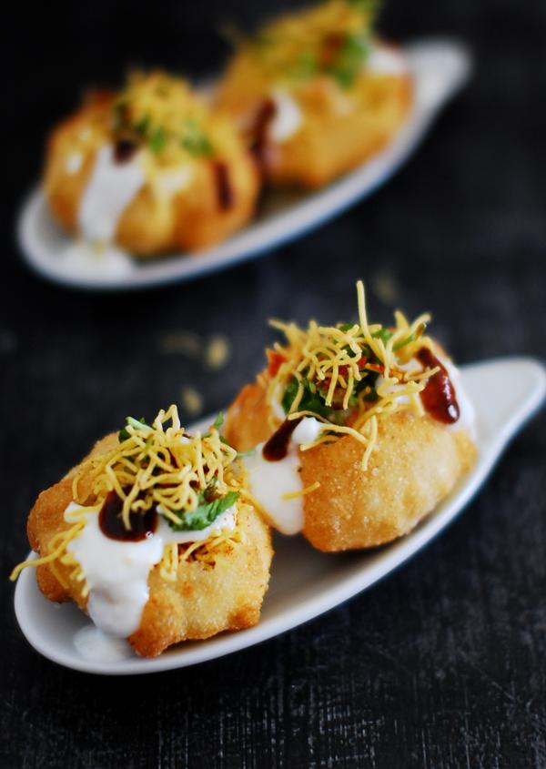 Dahi Puri With Sev And Batata (Indian Street Food)