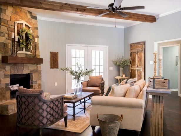 Hgtv Fixer Upper Hosts Chip And Johanna Gaines Painted The Ceiling Highlighted By Exposed Beams White Trim A Fan With More Classic Look