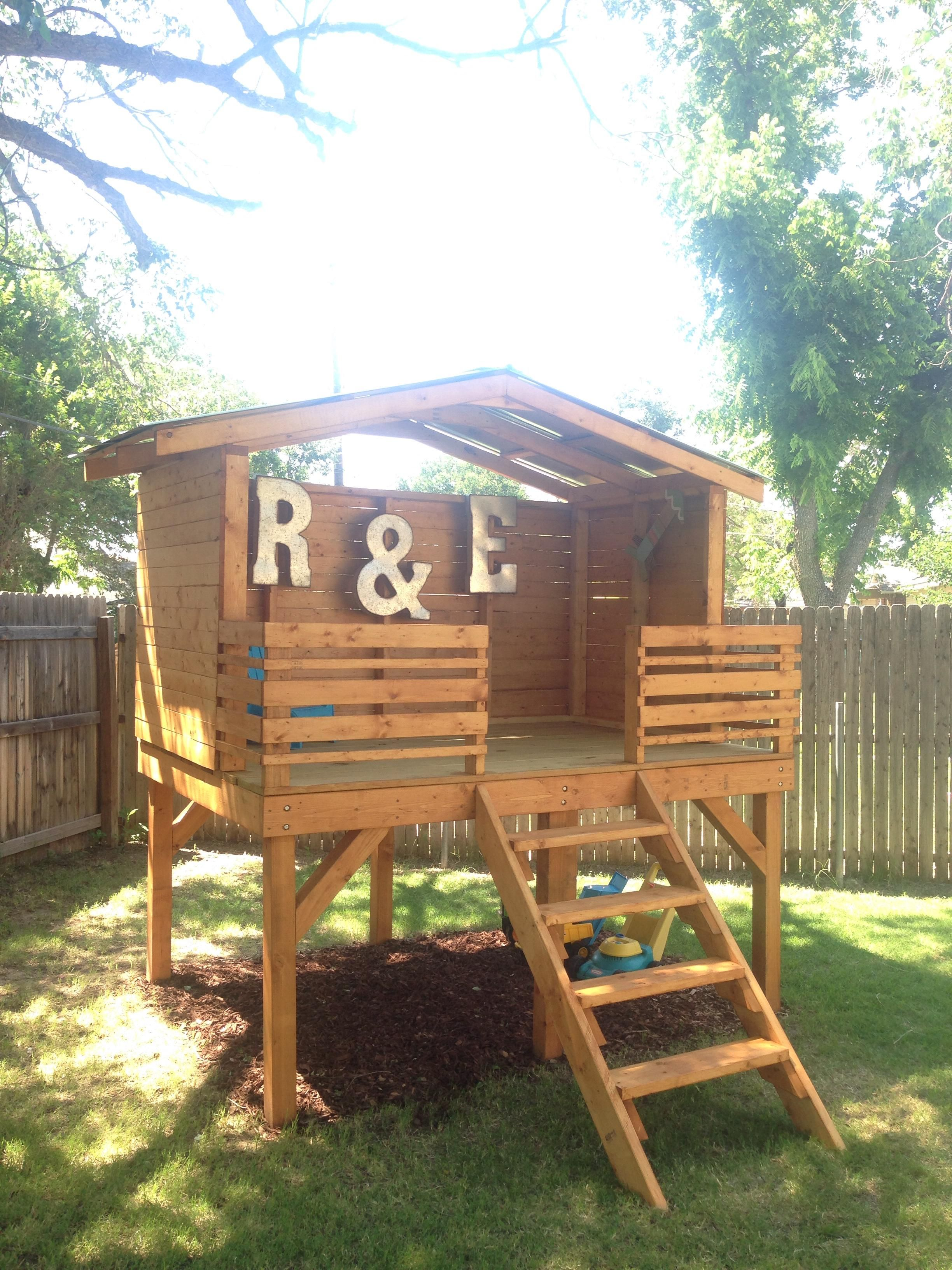 Play fort!   Play fort, Pallet tree houses, Backyard for kids