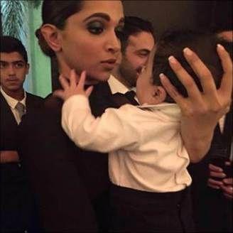 Deepika Padukone Plays With Baby At Her Best Friend S Wedding While Boyfriend Ranveer Singh Watches Her Deepika Padukone Deepika Ranveer Bollywood Celebrities
