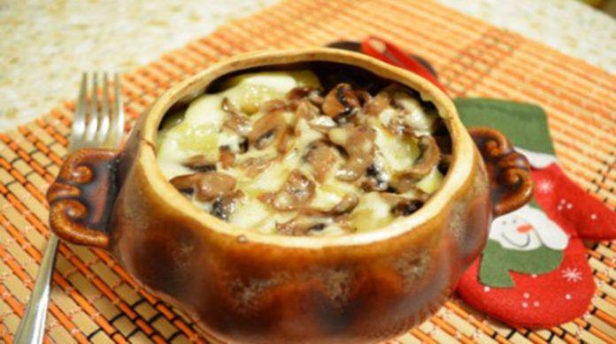 Гречка, запеченная в горшочке с грибами под сырной ...