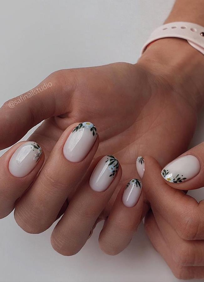 Beauty Acrylic Short Nails With Flowers Designs Id