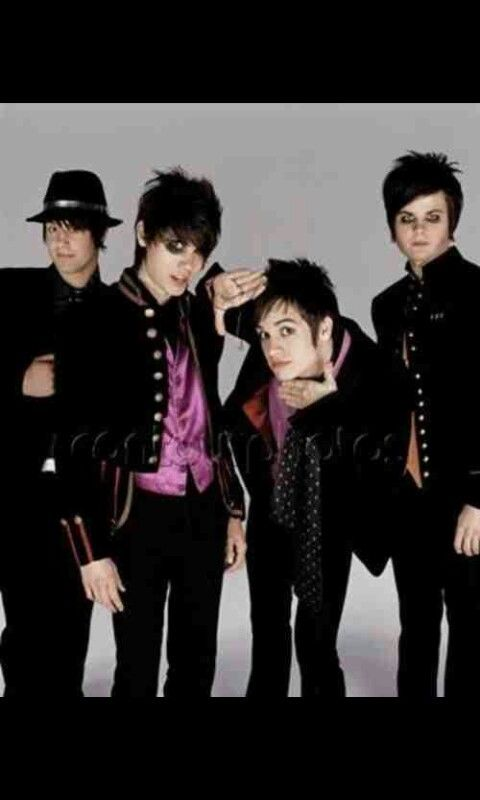 Oh How I Love Old Panic At The Disco Photo Shoots In 2019 Guy Liner My Chemical Romance