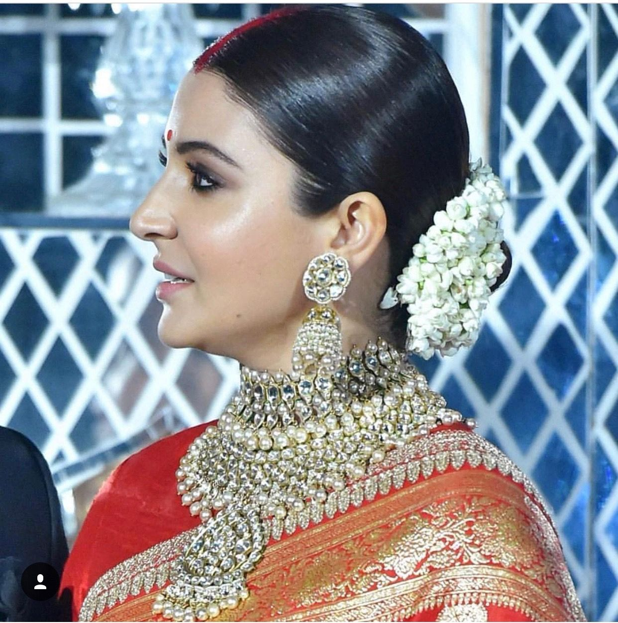 Makeup Jewellery Hair Of Anushka Sharma For Her Wedding Reception Sabyasachi Virushka Bridal Jewellery Indian Bollywood Wedding Indian Wedding Jewelry