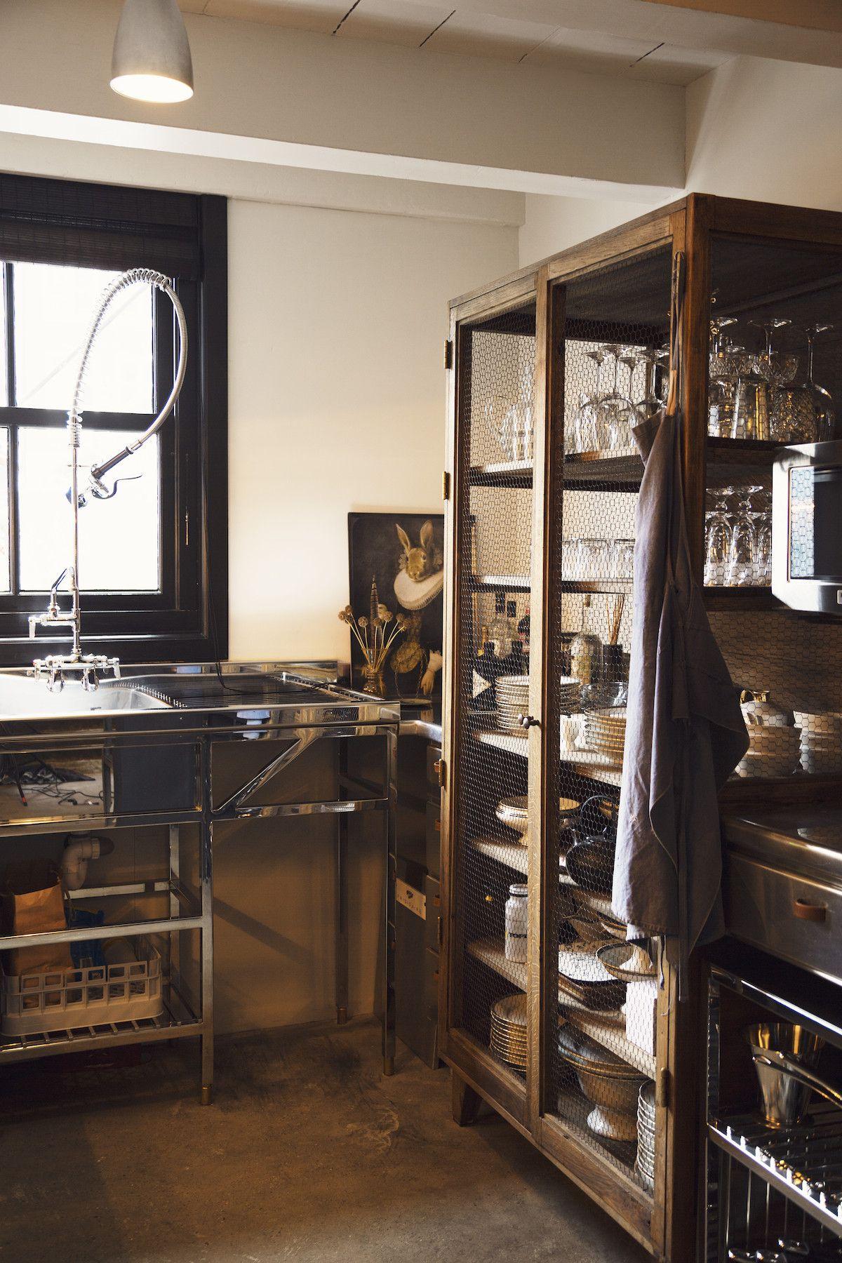 Deux intérieurs qui introduisent de la dramaturgie | Küche und Männer