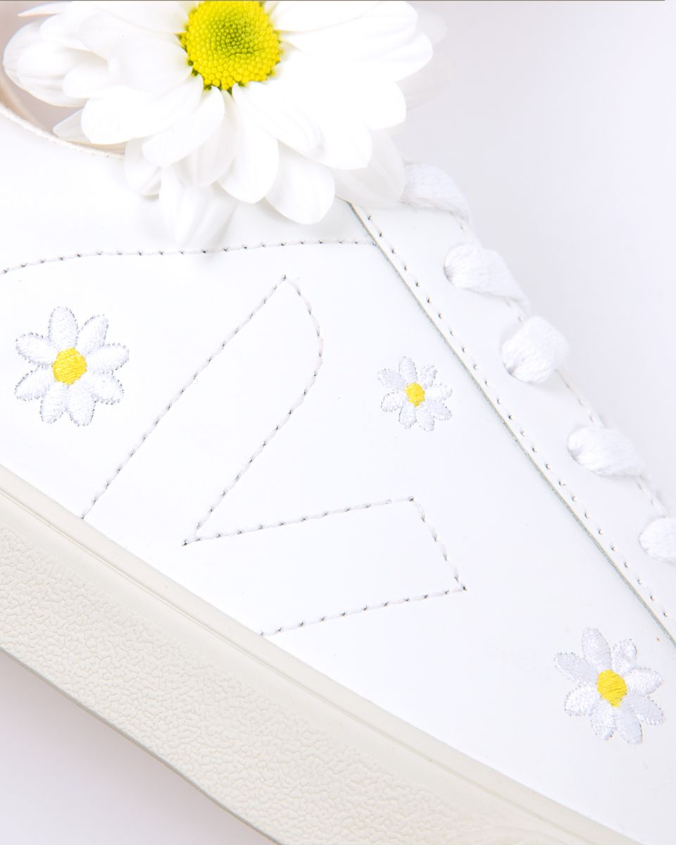 our Veja x @madewell Daisies are the