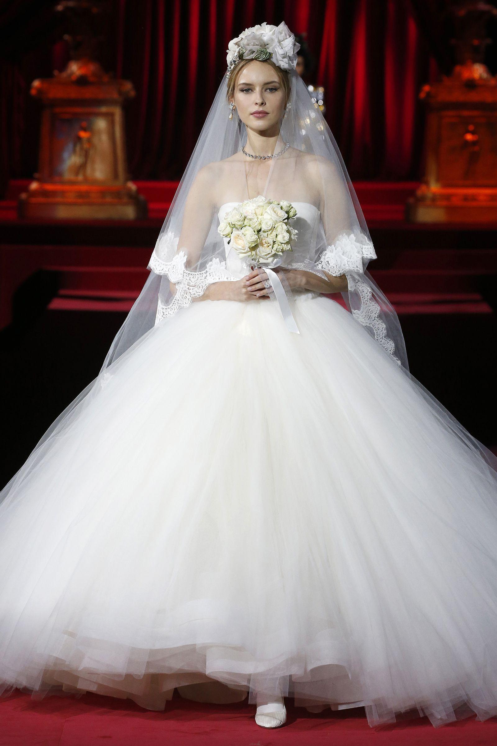 Gli Abiti Da Sposa Di Dolce Gabbana Alle Sfilate Di Milano Sono L Omaggio Ad Audrey Hepburn Abiti Da Sposa Abiti Da Sposa Eleganti Abiti Di Matrimonio Vintage