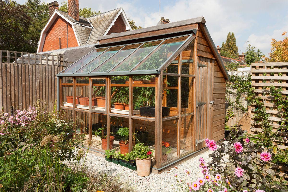 combiné serre et abris de jardin | Shed | Pinterest | Gardens, Green ...