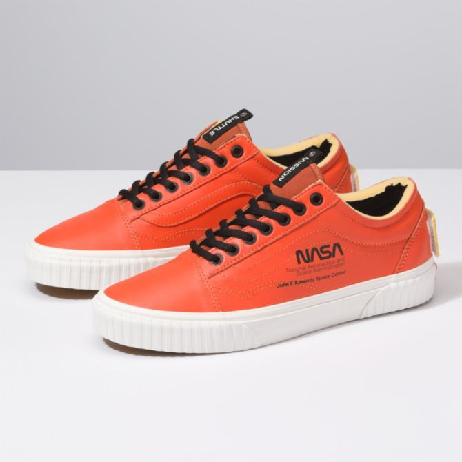 MENS VANS x NASA OLD SKOOL SPACE VOYAGER FIRECRACKER ORANGE SIZE 9 - 100%  AUTH.  nasa  vans  blackfriday df5b29dd7