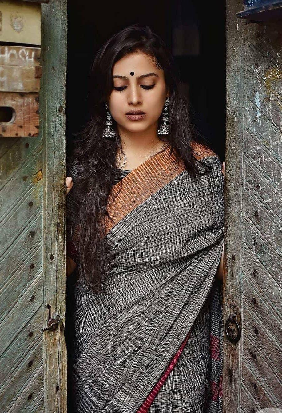 7c8cfc8fc2 Beautiful Indian women in saree | Ethnic wear and jewellery in 2019 ...