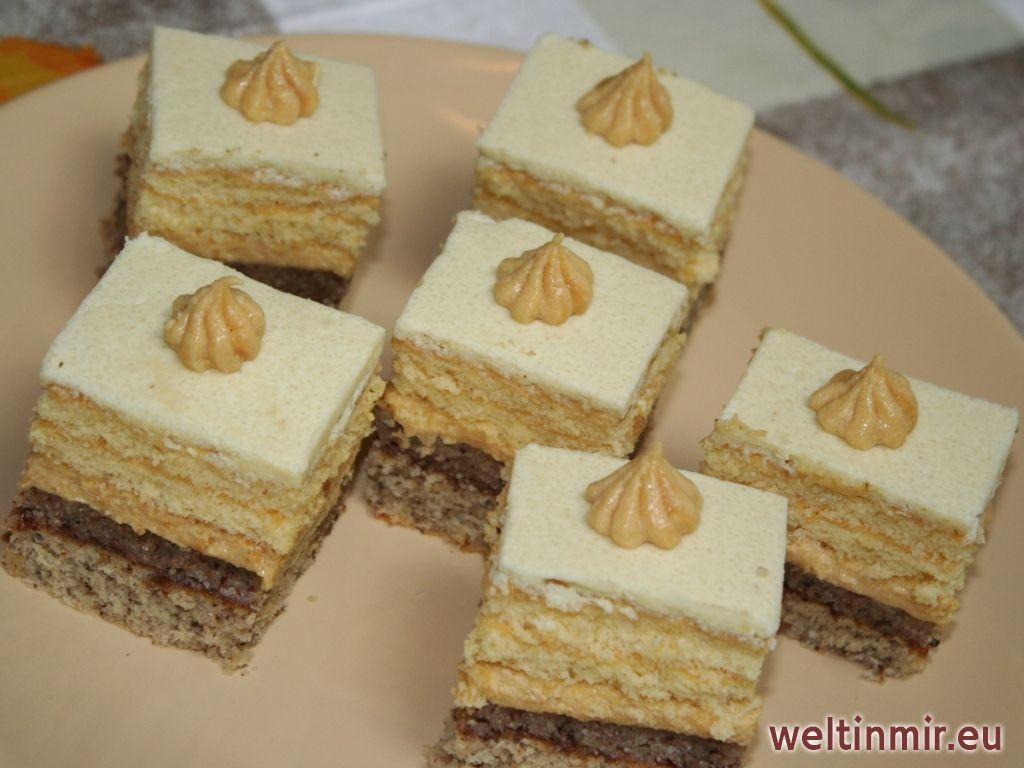 Wunderbarer blechkuchen mit nuss karamell creme gef llt for Pinterest kuchen