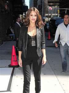 love jessica alba, shes so beautiful and love her style