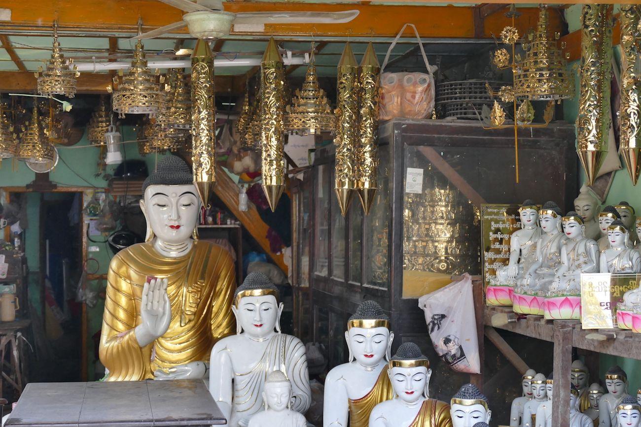 Mandalay, Strasse der Steinmetze.