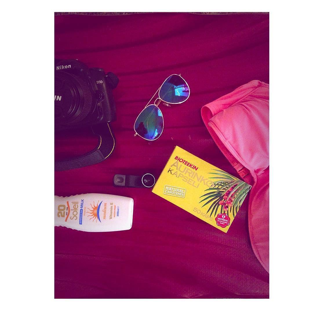 Olisko kolmen viikon loma ja maanantaina riippumattohommille etsimään D-vitamiinia ja sopivia surffiaaltoja #packing #travel #sooncaribbean #hammocklife by @nellarahkonen