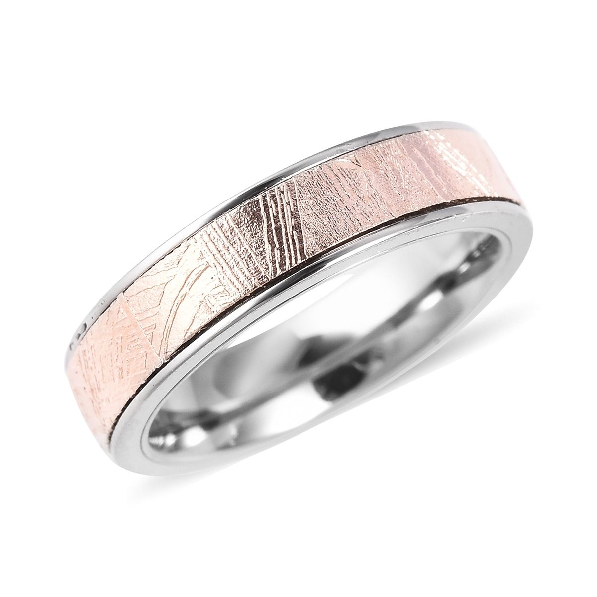Show your taste for fashion with this beautiful band ring
