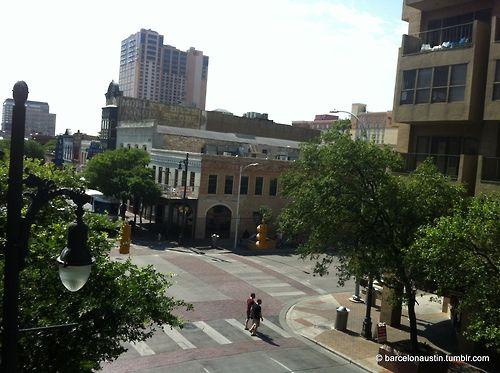 View from the Driskill Hotel, downtown Austin, Texas. Vistas desde el Hotel Driskill, en el centro de Austin, Texas.