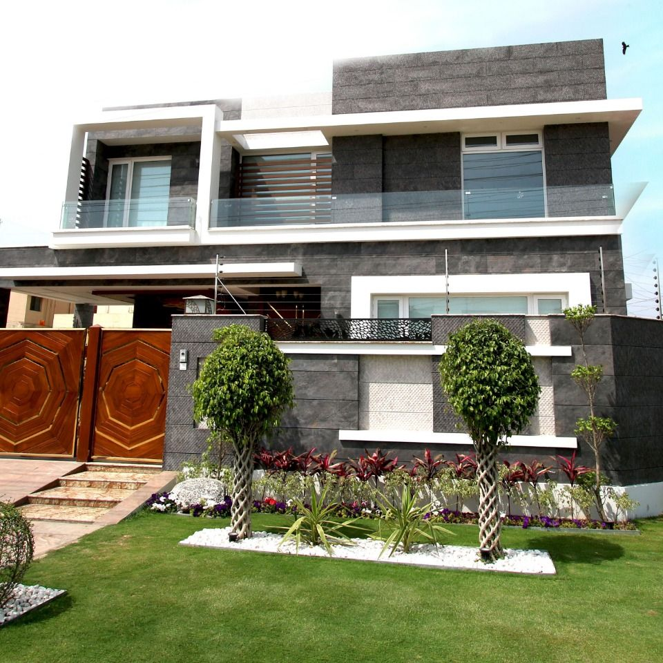 1 Kanal Royal Class BUNGALOW IN DHA LAHORE Village house