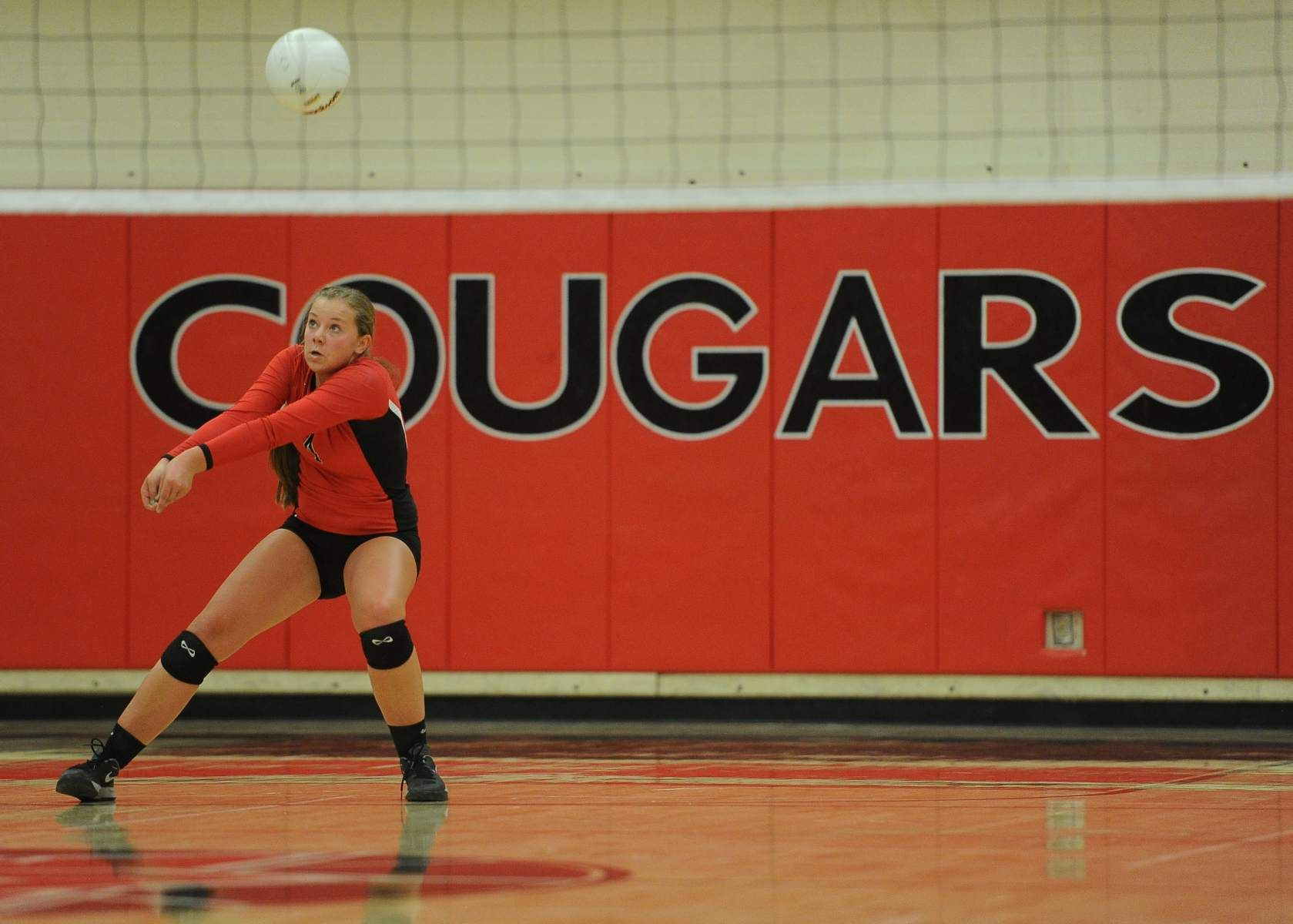 Mountain View S Chloe Collingwood Returns A Serve While Playing Redmond High School Sports Sports Pictures Collingwood