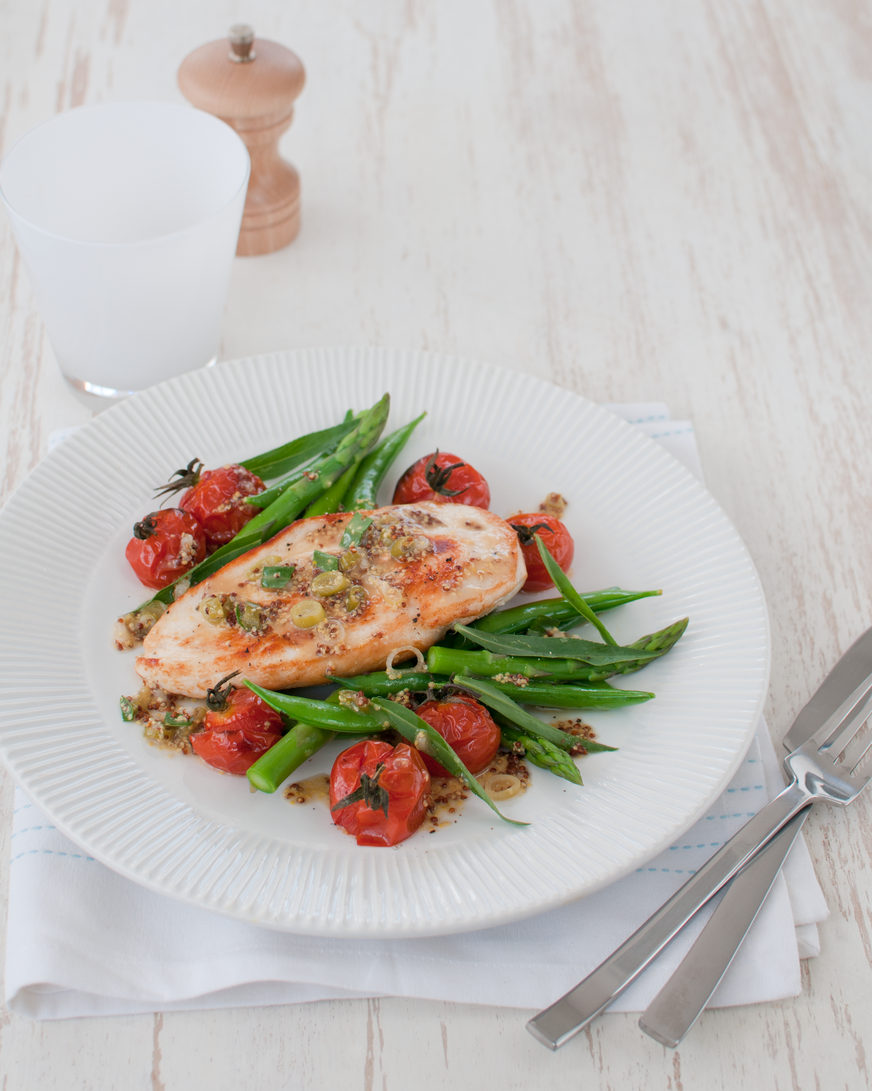 Michelle Bridges: Chicken with Mustard Sauce, Roast Tomatoes, and Asparagus