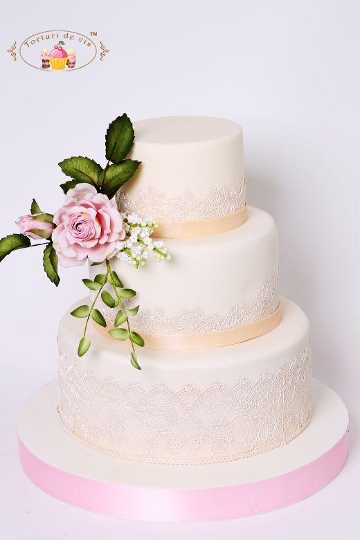 Tort De Nunta Cu Dantela Ivory Si Trandafiri Roz Torturi De Nunta