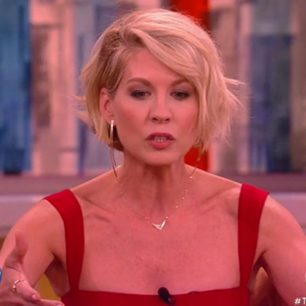 Jenna Elfman Wearing the Elite Reflector Necklace and Long Bar ...