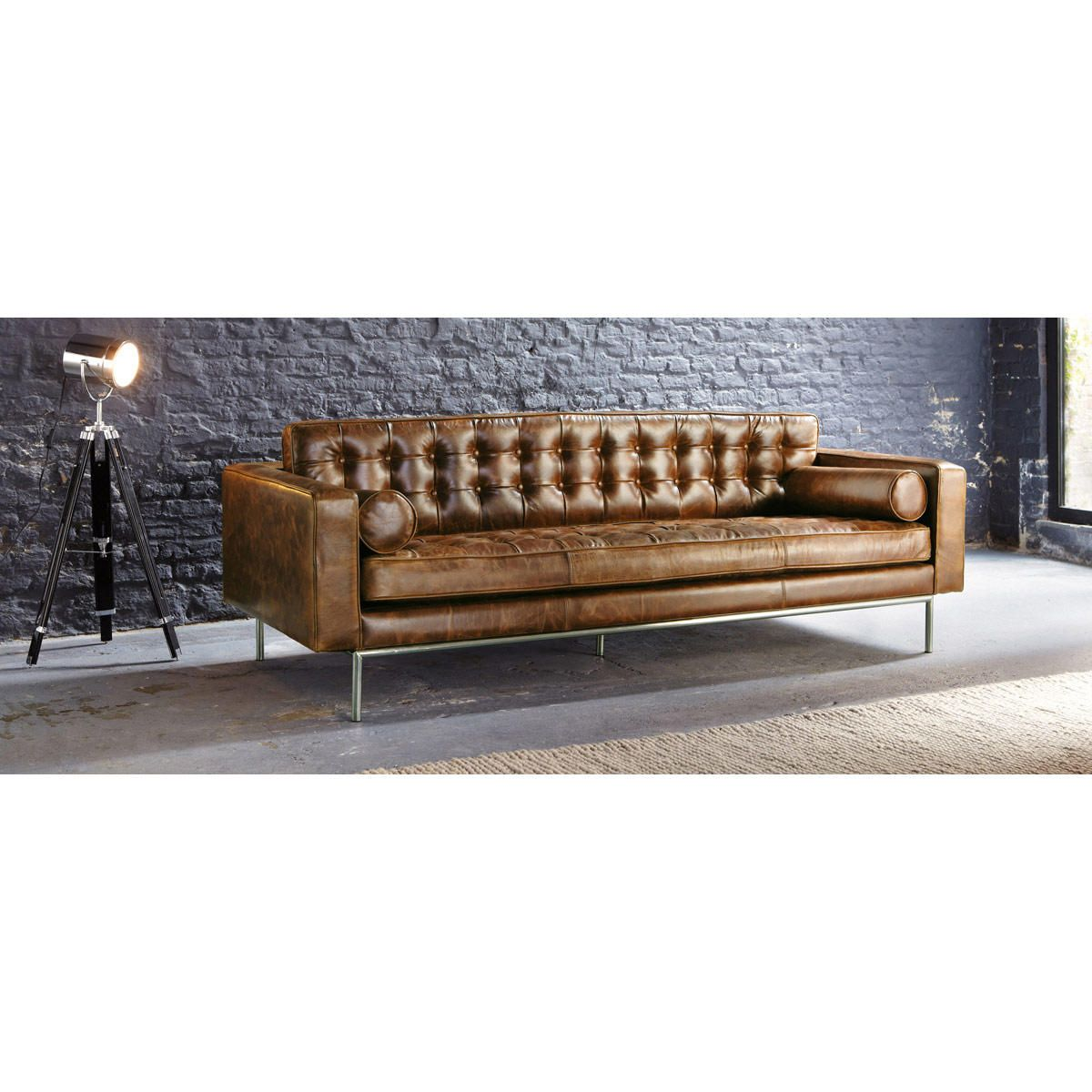 3 seater leather button sofa in brown | Maisons du Monde