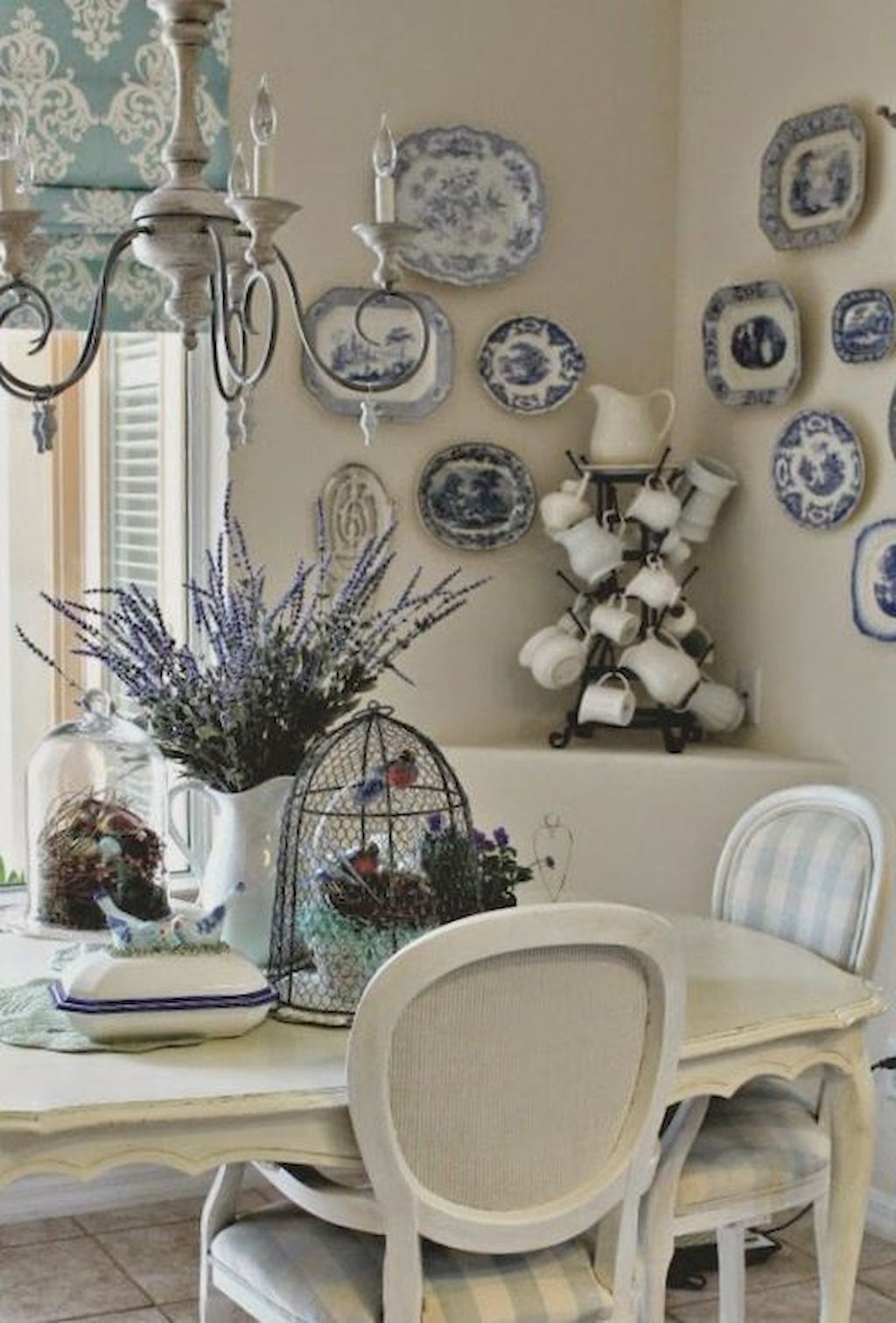 27 Awesome French Country Dining Room Decor Ideas French Country
