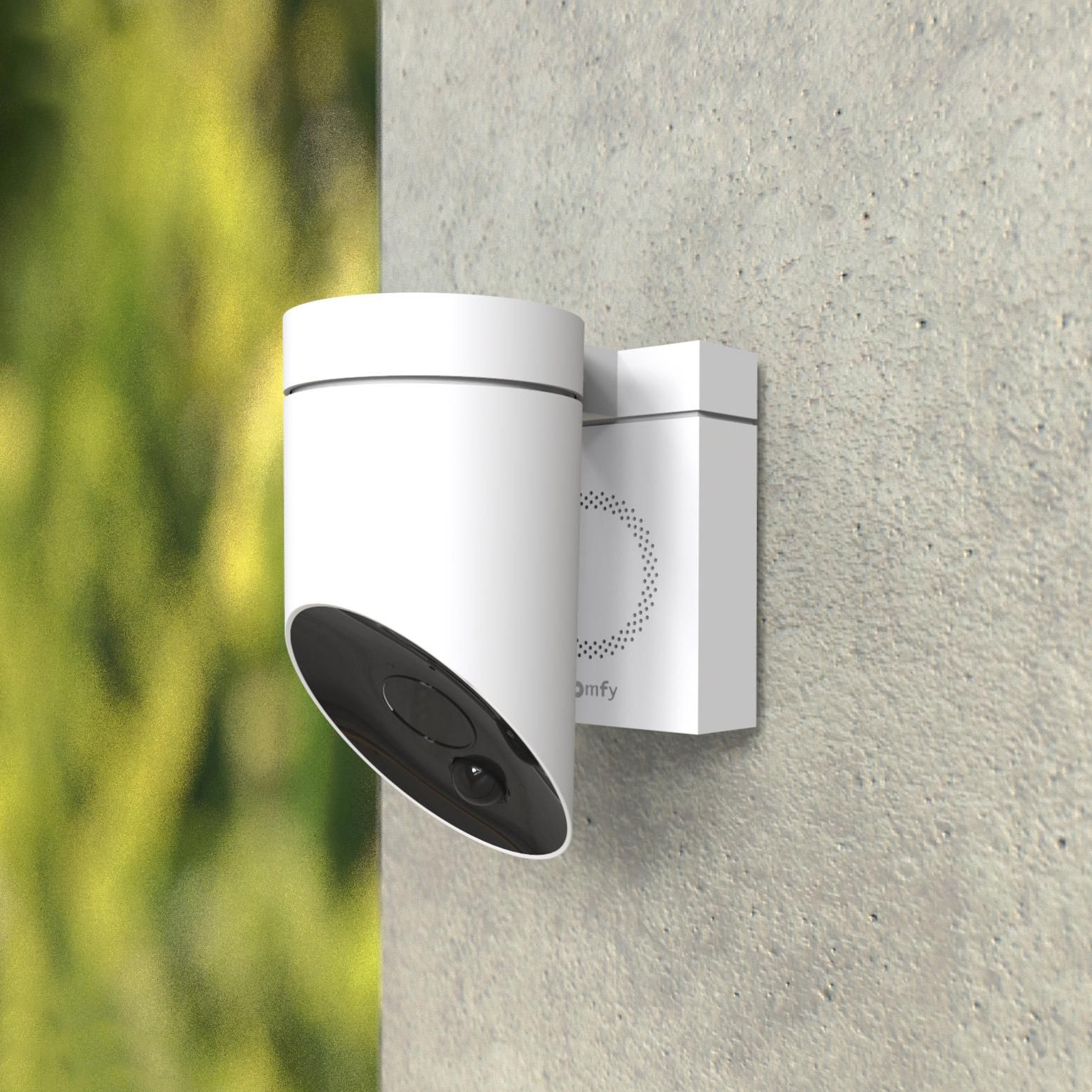 Camera De Surveillance Somfy Connectee Filaire Blanc Protect En 2020 Camera Surveillance Raccordement Electrique Produits