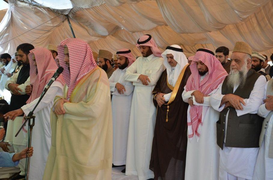 إمام وخطيب المسجد الحرام المملكة تتشرف بخدمة الحرمين الشريفين وقاصديهما صحيفة وطني الحبيب الإلكترونية Dresses Wedding Dresses Bridesmaid Dresses