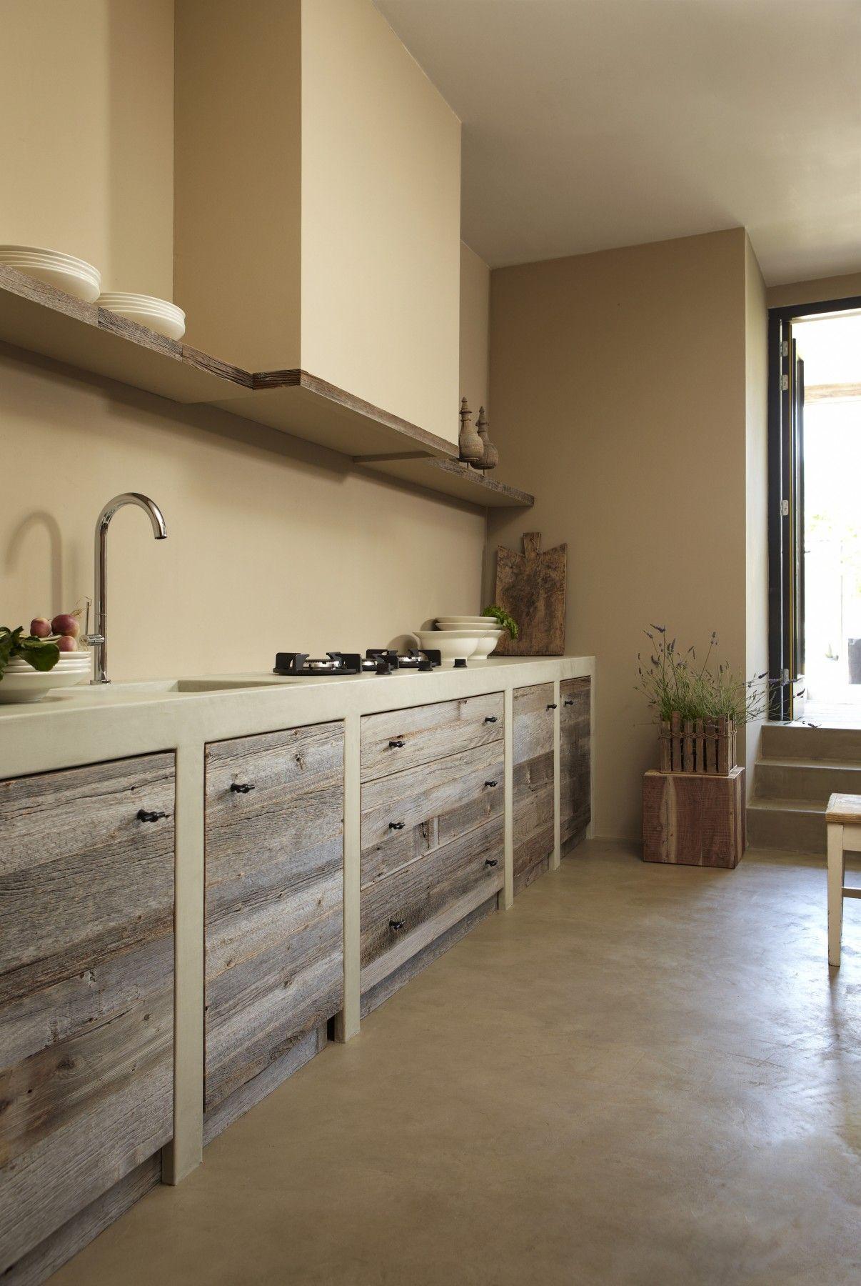Vergrijsd hout met beton cir a va interieur country for Beton interieur
