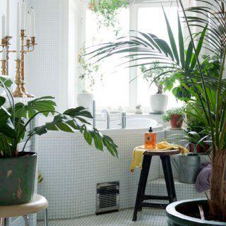 8 id es pour relooker sa salle de bains sans trop d penser plantes vertes bougeoirs et salle. Black Bedroom Furniture Sets. Home Design Ideas