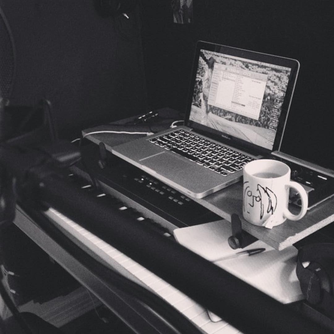 Coffee Grind  Music Grind   #songwriter #originalmusic #hotvocals #thegoodvoice #logicpro #logicprox #maschinemikro #producer #musicproducer #musician #alternativemusic #indierock #beats #electronicrock #musicproduction #productionlife #musicproducers #studio #studioflow #recording #audioengineer #homestudio #homerecording #follow #like #followme by jem_long https://www.instagram.com/p/BD2YUVHR8en/ #jonnyexistence #music