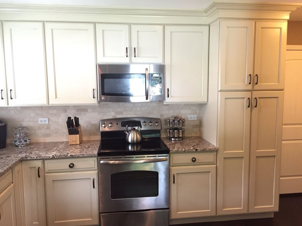 Great Traditional Kitchen With Raised Panel Stone Tile In Elk Grove Village Il Traditional Kitchen Kitchen Stone Tiles