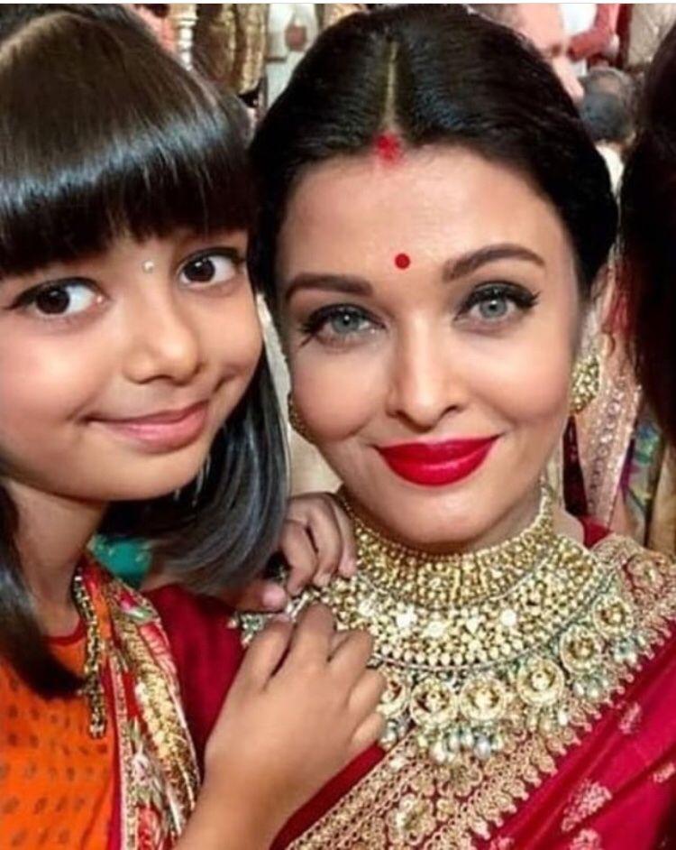 Bachchans Look Every Bit Royal As They Add Glamour To Isha Ambani S Wedding Hungryboo Aishwarya Rai Bachchan Beautiful Bollywood Actress Beautiful Indian Actress