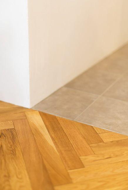 素材の切り替えで空間にメリハリを リビング 床 キッチン床 床