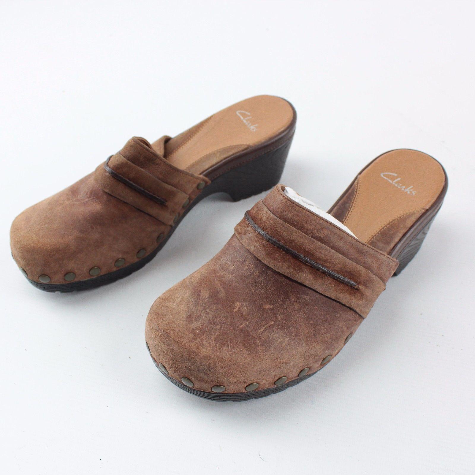 Clarks Ladies Shoes Size 6 1/2  -- Suede