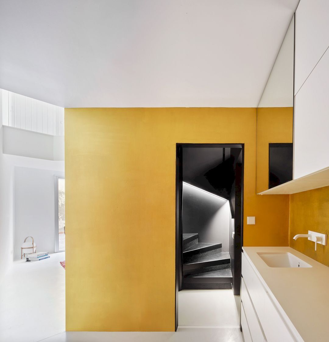 Duplex tibbaut modern interior of two dwellings with more diffuse functions architecture also rh pinterest