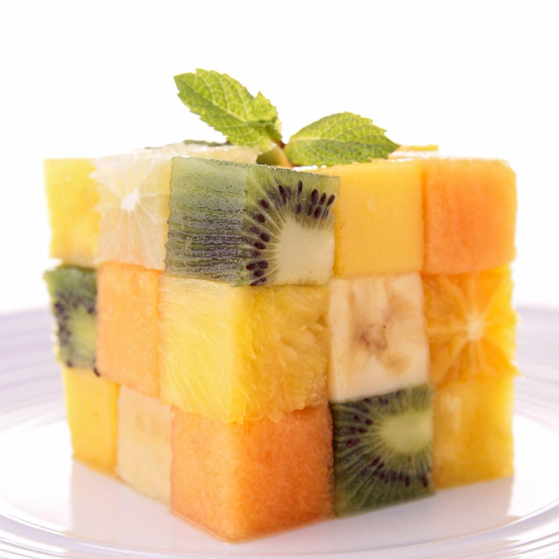 Fruit rubriks cube! Smart for å lære barn hvordan frukt bygger oss opp helsemessig - slik som denne kuben.