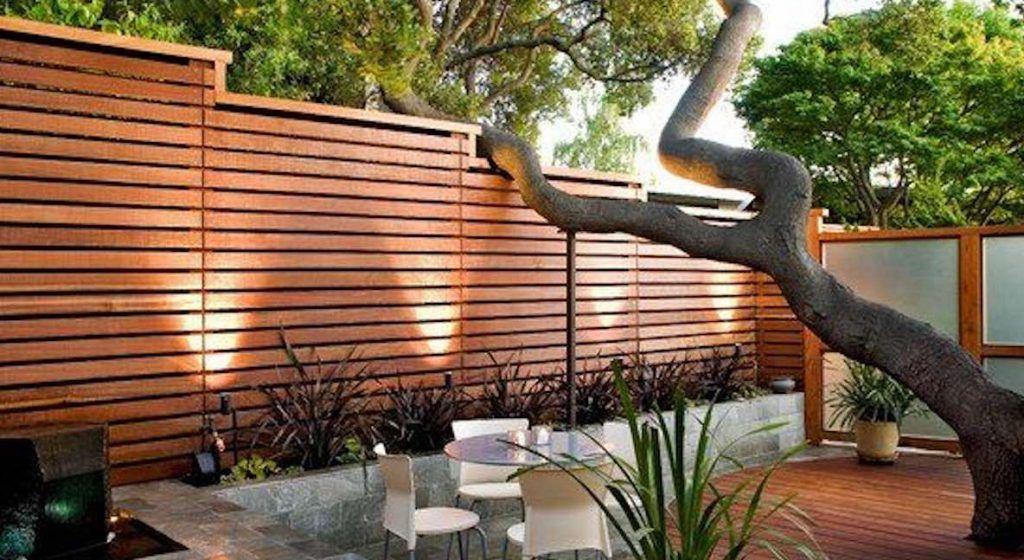 Ideeën en inspiratie om een saaie schutting in de tuin te verfraaien