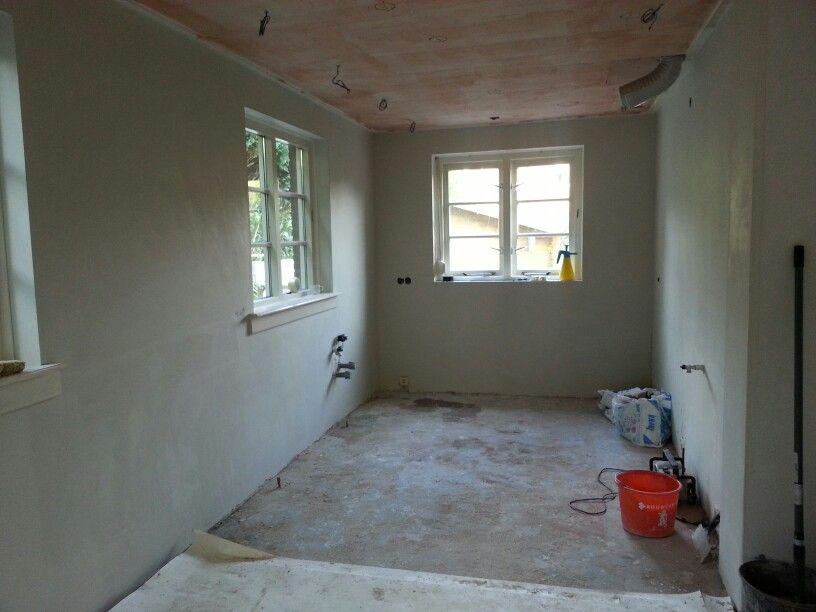 Verbouwing van de Keuken  Stap 4 stopcontacten en leidingen op de plek en muren gladgestreken