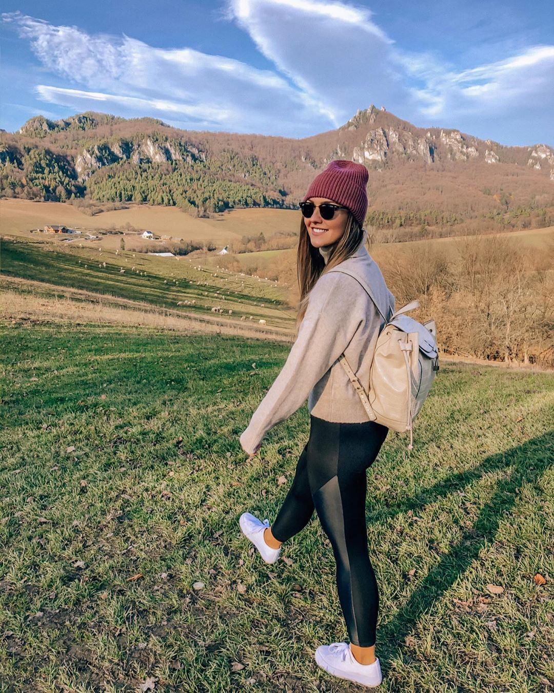 "T e s s i az Instagramon: ""Sweater weather and happy me 🍁🍂 #autumn     #jesen #slovenskojekrasne #sulovskeskaly #sulovrocks #weekendvibes #weekendtrip🚗…"""
