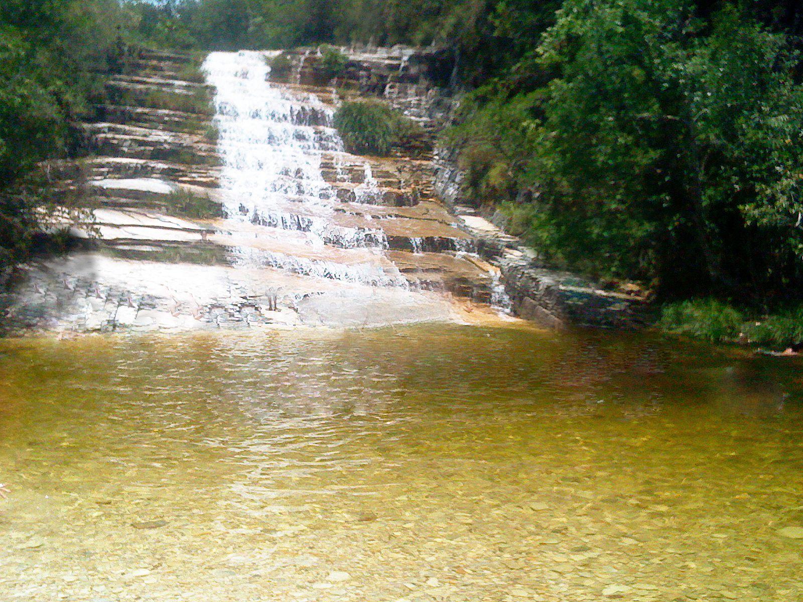 Cachoeira dourada lado oposto ao Canyon