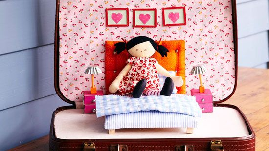 How to make a suitcase doll house