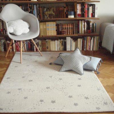 Ce tapis au motif étoilé apportera une touche poétique et design