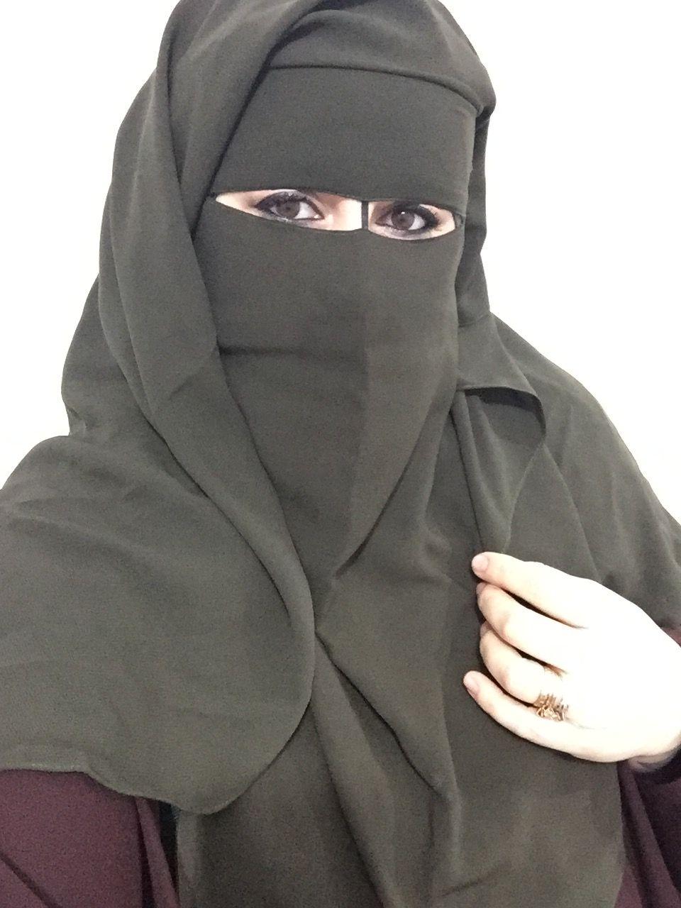 Pin By Chris Glove On Niqab In 2020 Arab Girls Hijab Arab Girls Beautiful Hijab