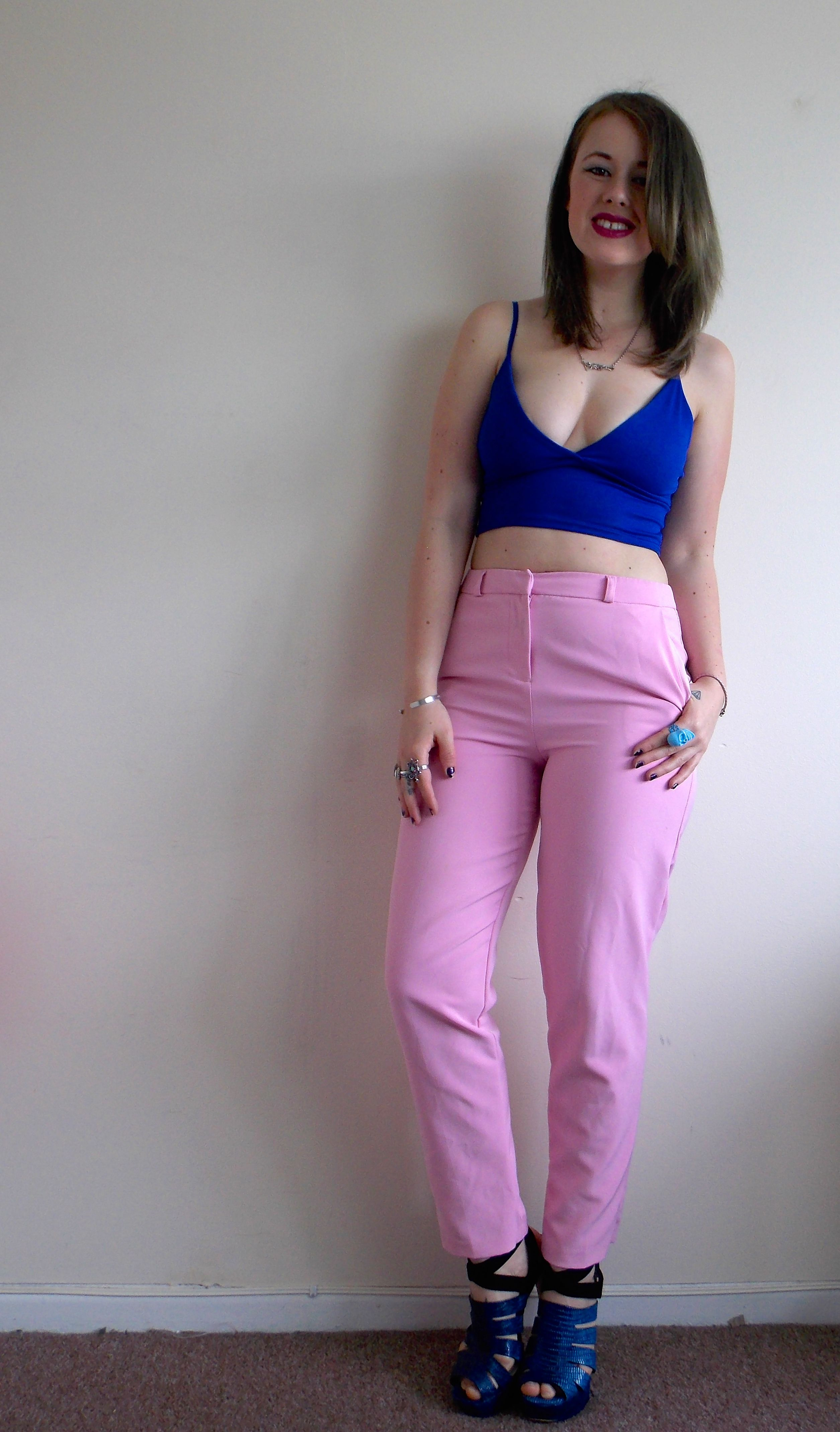 Pink trousers and crop #fashion #fbloggers #outfit