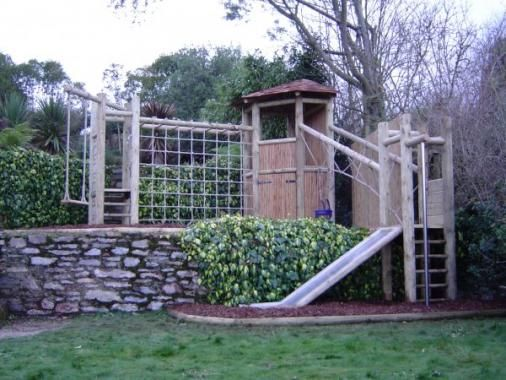 A split level climbing frame with a swing fireman 39 s pole for Wooden swing set with bridge