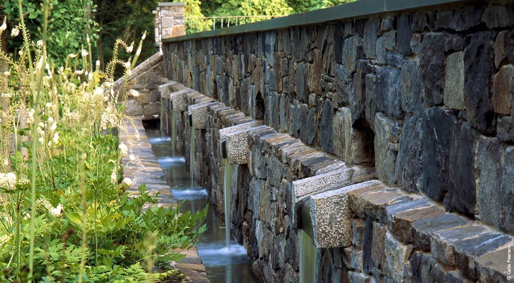 water feature in walled garden . Seven Ponds Farm . Nelson Byrd Woltz, Landscape Architects