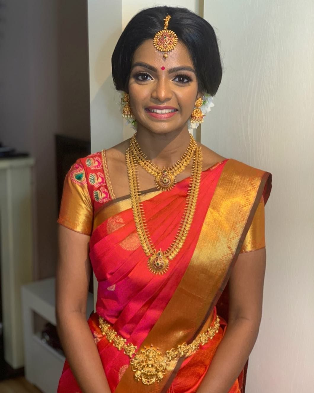 Tamil Wedding Hairstyles For Short Hair Lace The Gorgeous Arthi 039 S Hindu Wedding Look Short Wedding Hair Tamil Wedding Indian Bridal Hairstyles